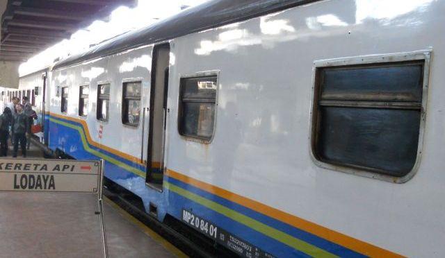 Posłuchaj: Indonezja, Yogyakarta, stacja kolejowa