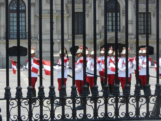 Posłuchaj: ceremonia odprawy warty w Limie